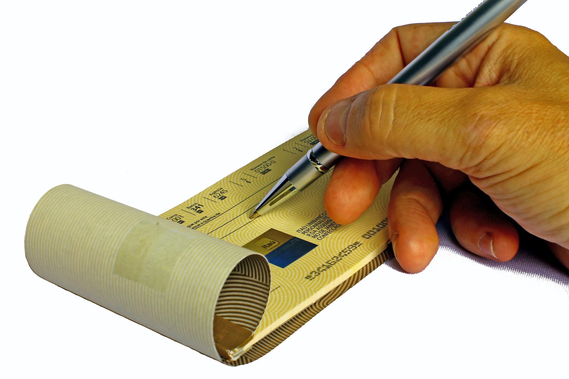 Les banques en ligne lancent l'encaissement de chèques par smartphone